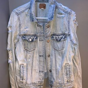 American Eagle Light washed distressed DenimJacket